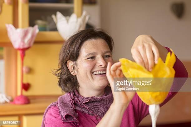 woman making paper lamp at home - sigrid gombert fotografías e imágenes de stock