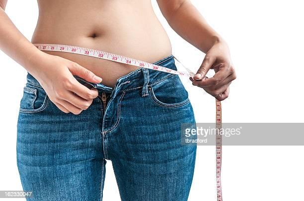 mujer medir su cintura - genitales femeninos fotografías e imágenes de stock