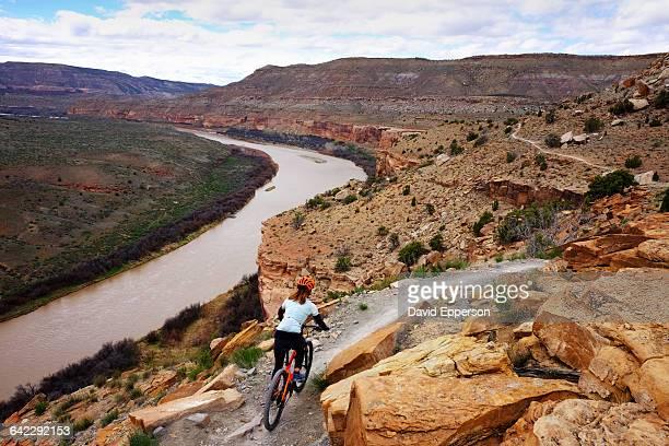 woman mountain biking in fruita colorado - fruita colorado stock pictures, royalty-free photos & images