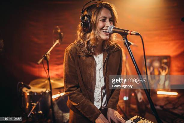 woman musician and singer - electronic music stock pictures, royalty-free photos & images