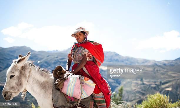 Mujer en un burro