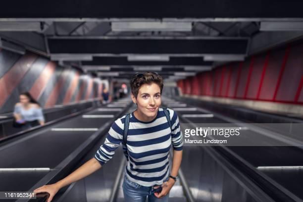 kvinna på en rulltrappa på en tunnelbanestation - stockholm bildbanksfoton och bilder