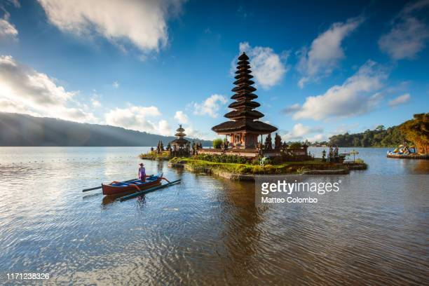 woman on boat near ulun danu bratan temple, bali, indonesia - indonesien stock-fotos und bilder