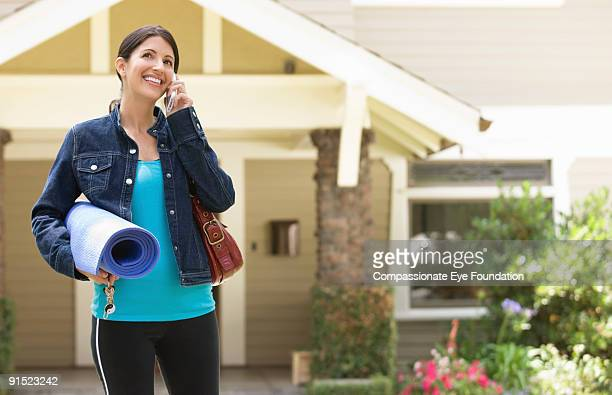 """woman on cell phone carrying cell phone - """"compassionate eye"""" fotografías e imágenes de stock"""
