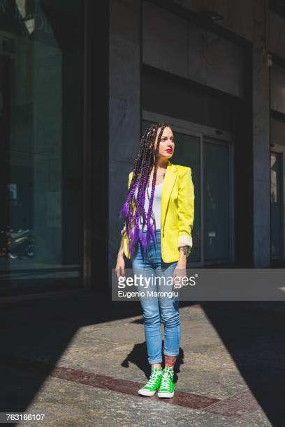 woman on city break, milan, italy - rasta photos et images de collection