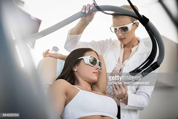 Mulher em depilação tratamento