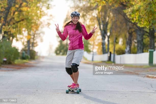 woman on longboard - longboard skating stock-fotos und bilder