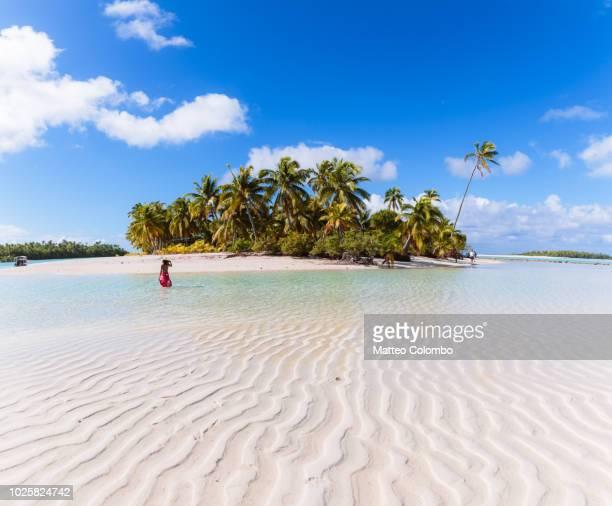 woman on one foot island, aitutaki, cook islands - pazifik stock-fotos und bilder