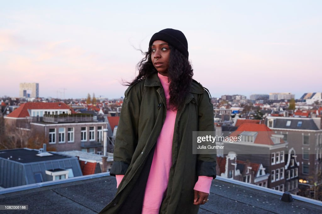 Woman on rooftop : Stock-Foto