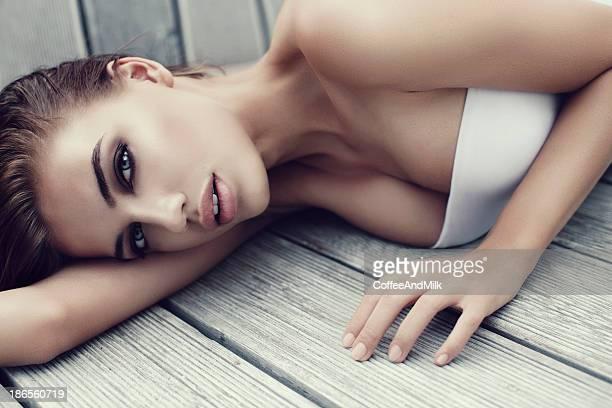Frau auf dem Boden