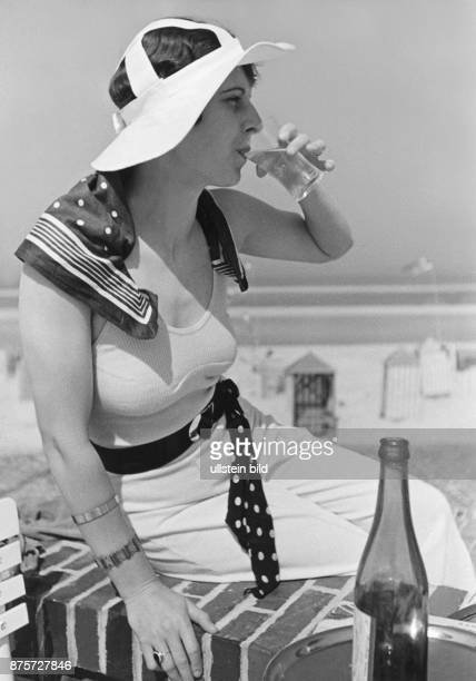 A woman on the Terrace of a cafe on the beach of the island Wangerooge Wolff Tritschler Vintage property of ullstein bild