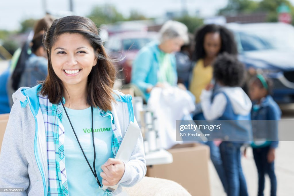 Woman organizes food and clothing drive : Stock Photo