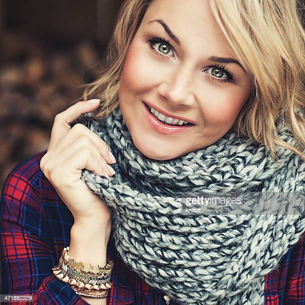 woman outdoors at autumn - knitted stock pictures, royalty-free photos & images