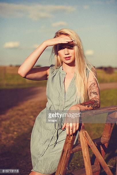 Frau im Freien Spätsommer Anfang Herbst