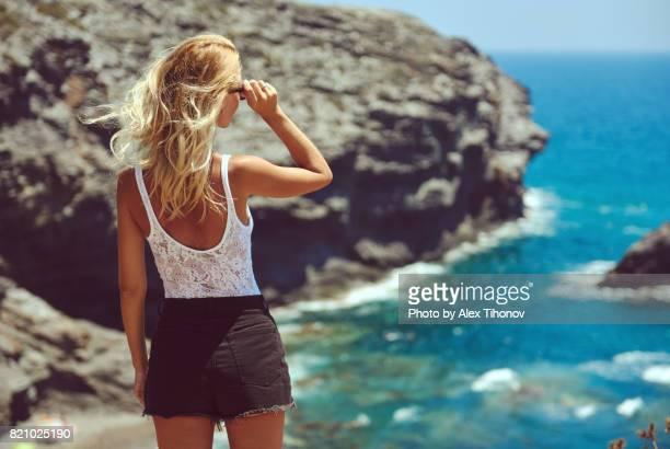 woman outdoors - la manga - fotografias e filmes do acervo