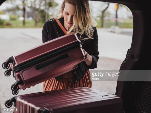 woman packing her car with luggage bags ready for trip - só adultos imagens e fotografias de stock