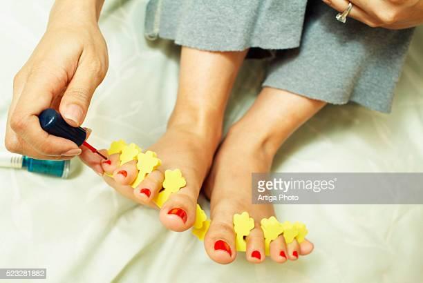 woman painting her toenails - black pedicure fotografías e imágenes de stock