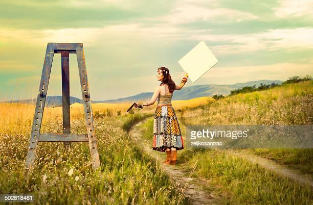 mujer en campo de pintura - provenza alpes costa azul fotografías e imágenes de stock