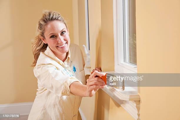 Femme peinture Rebord de fenêtre