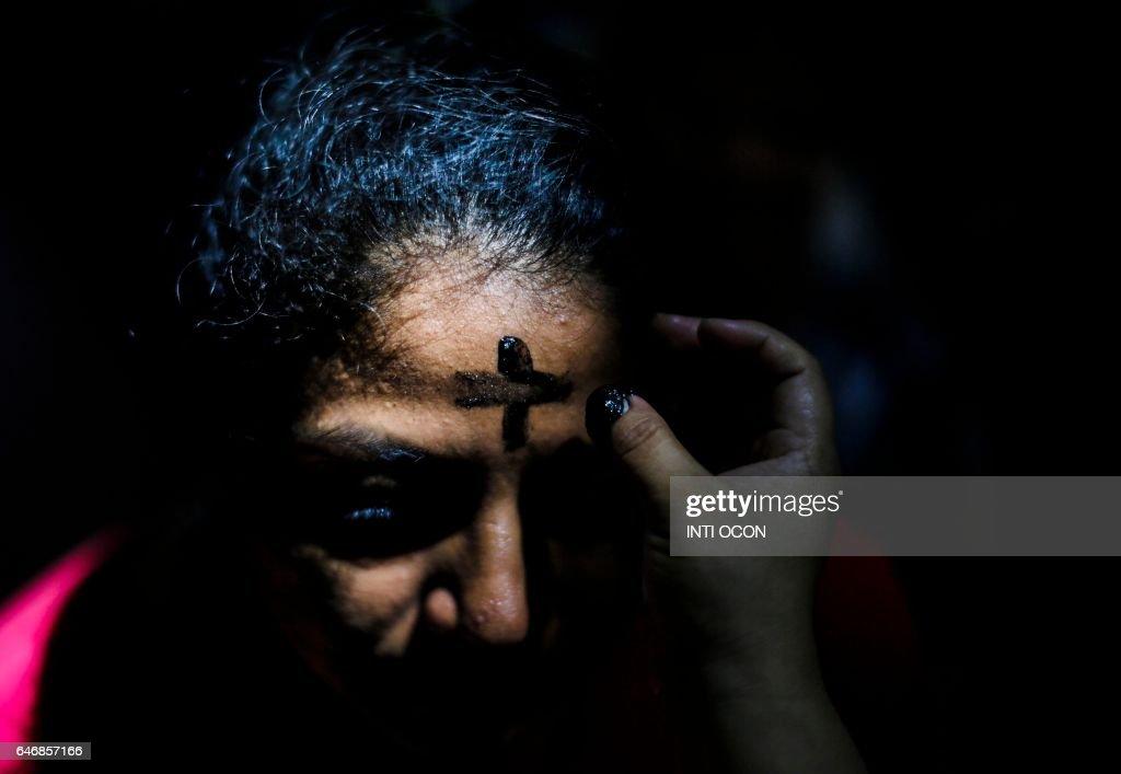 TOPSHOT-NICARAGUA-RELIGION-ASH WEDNESDAY : News Photo