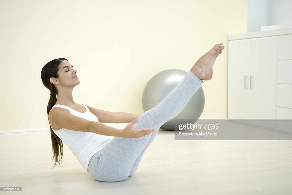 Woman performing boat pose, side view : Stock Photo