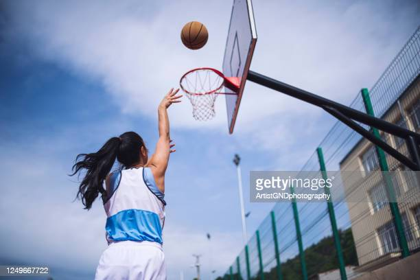 woman playing basketball - amateur stock pictures, royalty-free photos & images