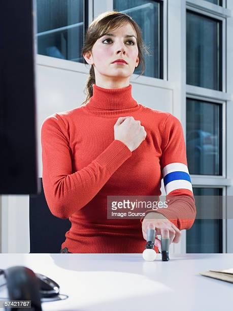 woman playing mini football - 宣誓 ストックフォトと画像
