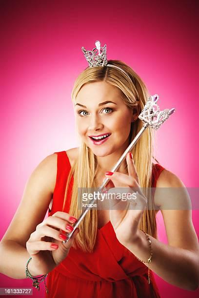 femme jouant princesse - princesse photos et images de collection