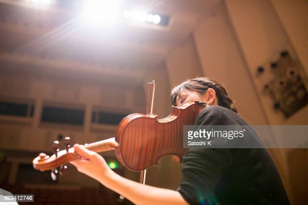 woman playing violin - classical concert stock pictures, royalty-free photos & images