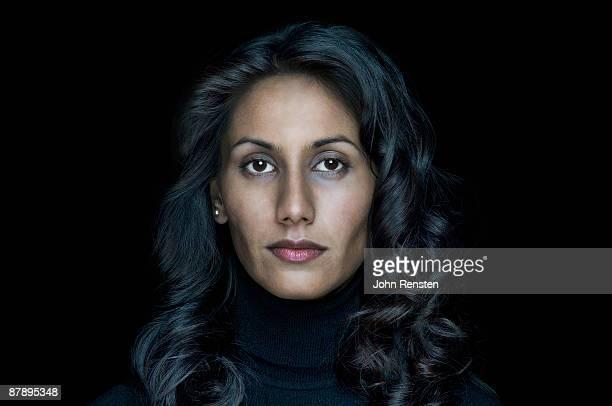 woman, portrait - fondo negro fotografías e imágenes de stock