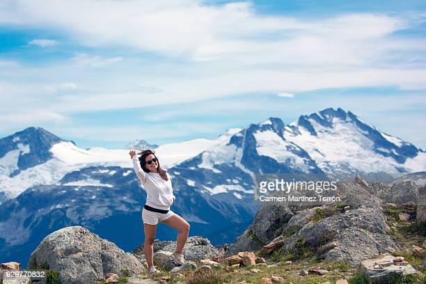 woman posing at the top of the world, whistler. canada - carmen bella foto e immagini stock