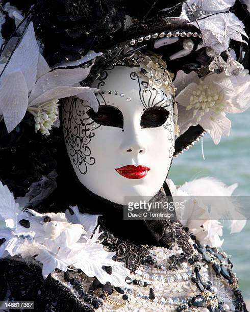 woman posing in carnival costume and mask during the venice carnival, punta della dogana, dorsoduro district. - carnaval de venise photos et images de collection