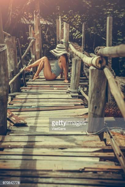 mulher posando na praia - vlad models - fotografias e filmes do acervo
