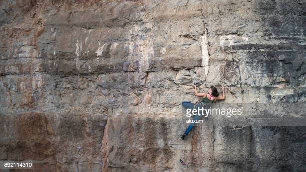 woman practicing rock climbing in siurana catalonia spain - arrampicata su roccia foto e immagini stock