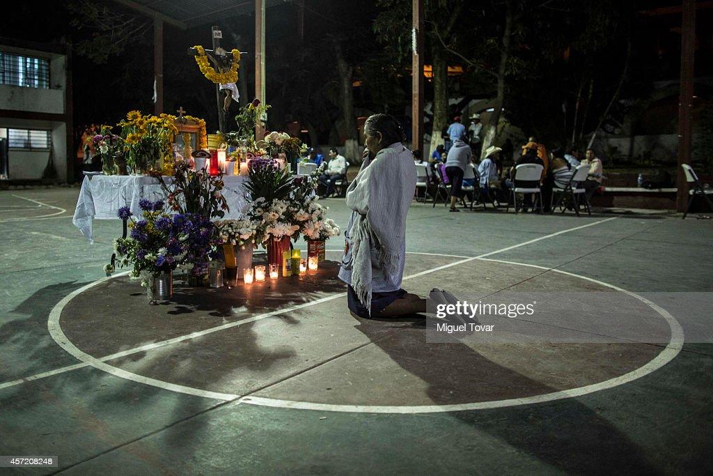 Community Police Secures School Area  in Tixtla, Mexico : News Photo