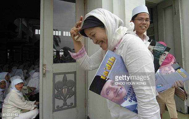 A woman prepares to enter a mosque for prayer after making a donation for the campaign of presidential candidate Amien Rais in central Jakarta 04...