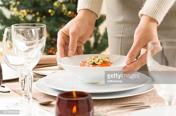 Donna di preparare la cena tavolo