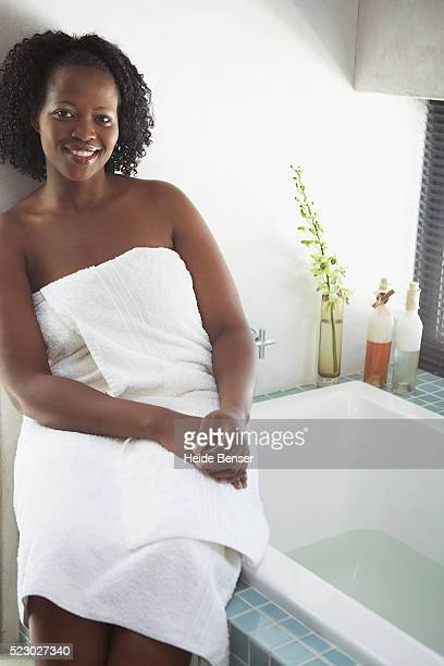 woman preparing for a bath - fat women in bath stock pictures, royalty-free photos & images