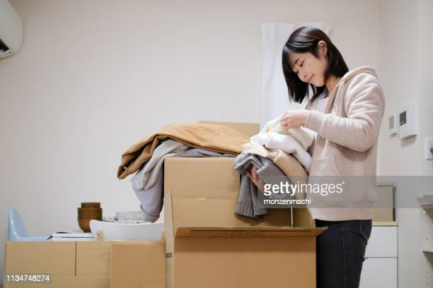 woman preparing for moving house - arrangement stock pictures, royalty-free photos & images