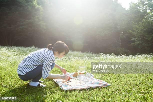 Eine Frau, die Vorbereitung