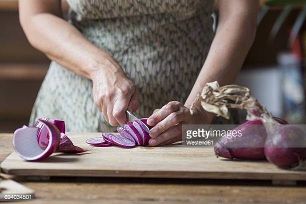 woman preparing red onions for onion pesto - spanish onion stock pictures, royalty-free photos & images
