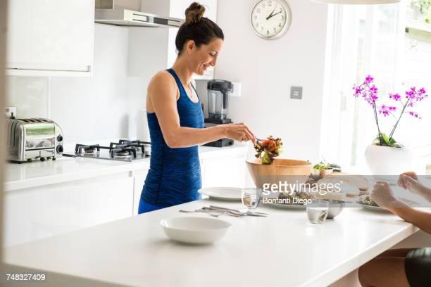 woman preparing salad lunch - preparation photos et images de collection