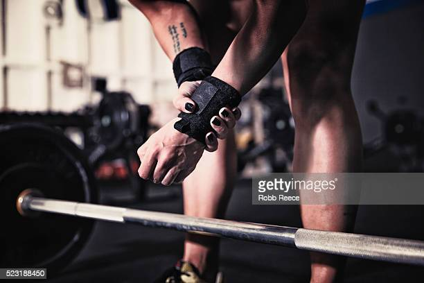 woman preparing to lift weights in gym gym - robb reece stockfoto's en -beelden
