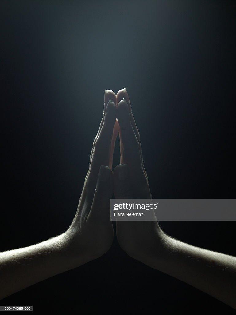 Woman pressing palms together, close-up : Foto de stock