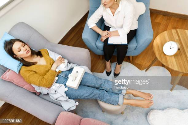woman psychologist talking to patient girl. - psychiatrist's couch stock pictures, royalty-free photos & images