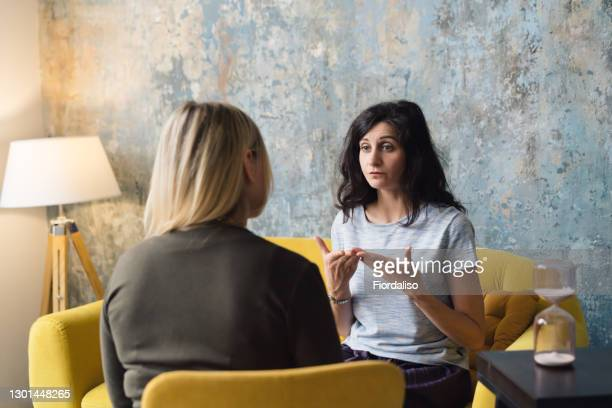 woman psychologist talking to patient - psychiatrist's couch stock pictures, royalty-free photos & images
