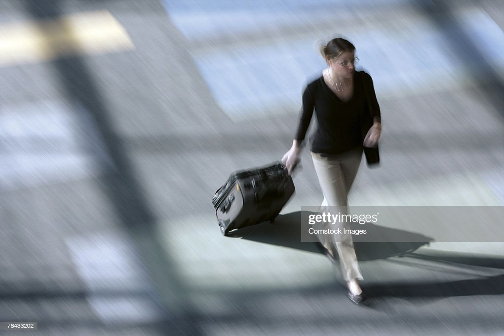 Woman pulling suitcase : Foto de stock