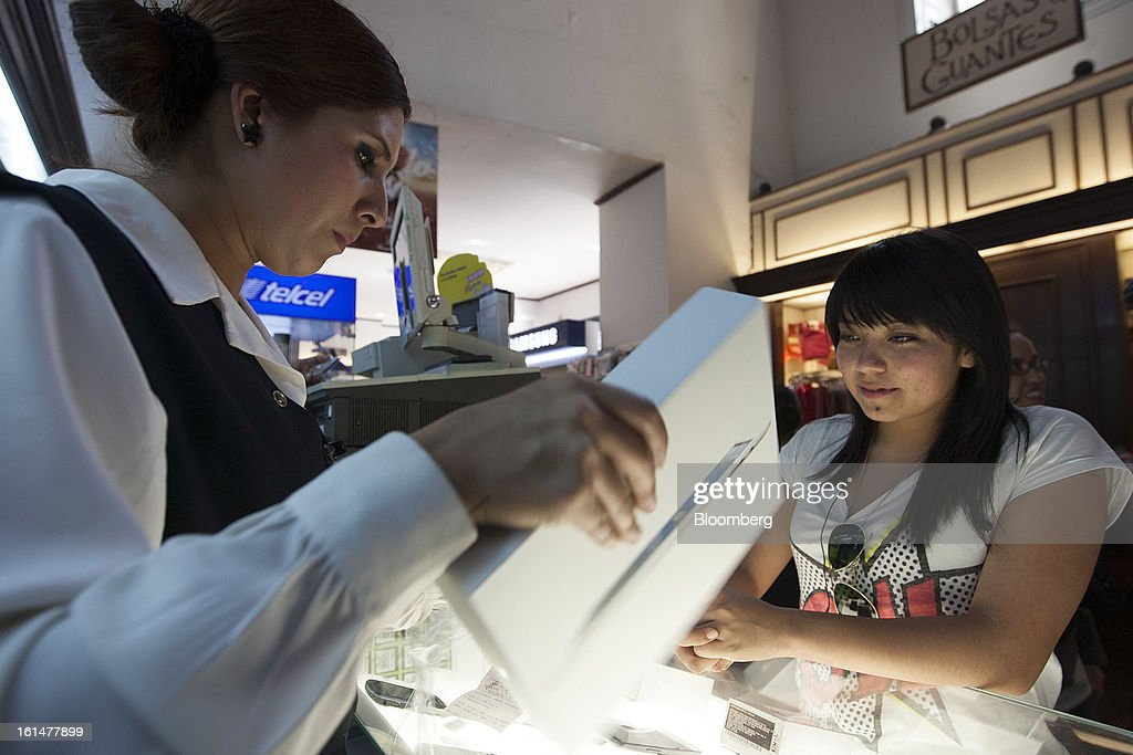 A woman purchases an Apple Inc. iPad at a Grupo Sanborns SAB store in Mexico City, Mexico, on Friday, Feb. 8, 2013. Grupo Sanborns SAB, the retailer controlled by Mexican billionaire Carlos Slim, raised 10.5 billion pesos ($825 million) in an initial public offering (IPO) last week and the total could climb to 12.1 billion pesos including an overallotment option for underwriters. Photographer: Susana Gonzalez/Bloomberg via Getty Images