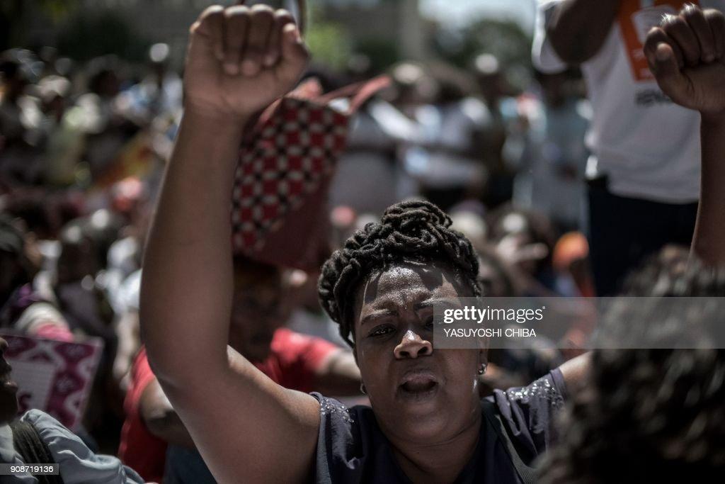 KENYA-GENDER-RIGHTS-POLITICS-PARLIAMENT-CONSTITUTION : News Photo