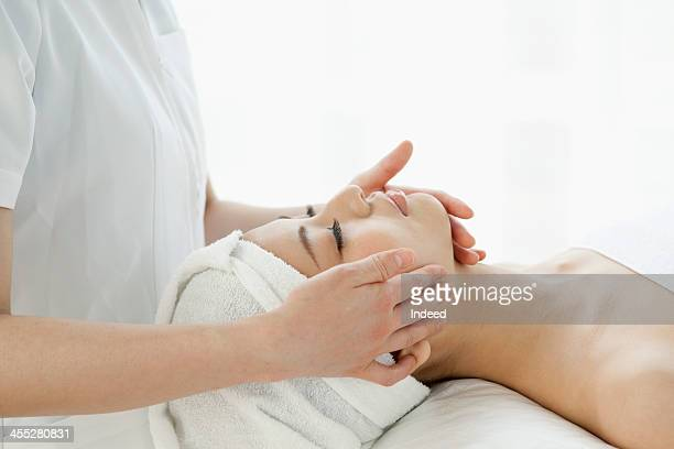 Woman receives aesthetic